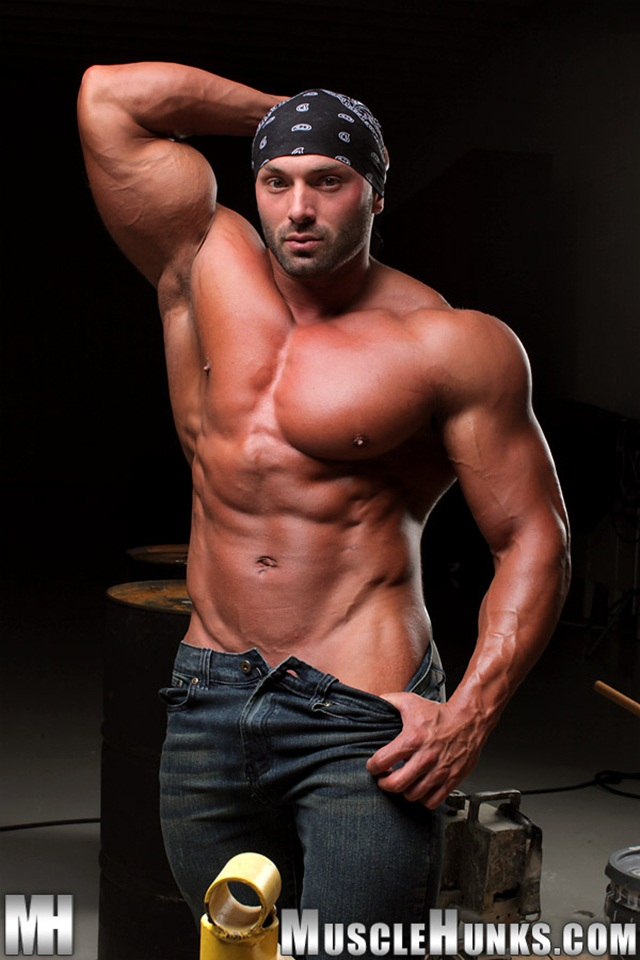 video free young download muscled hunks like casey