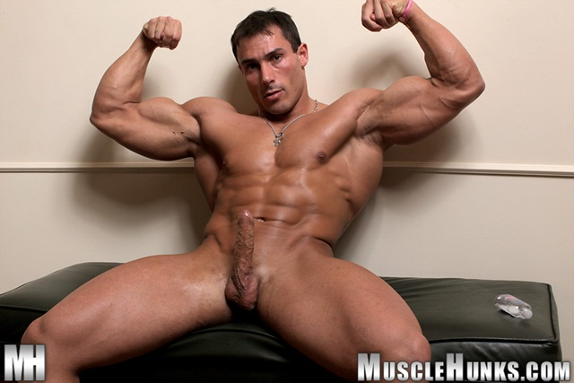 Free Gay Muscle Hunks 77