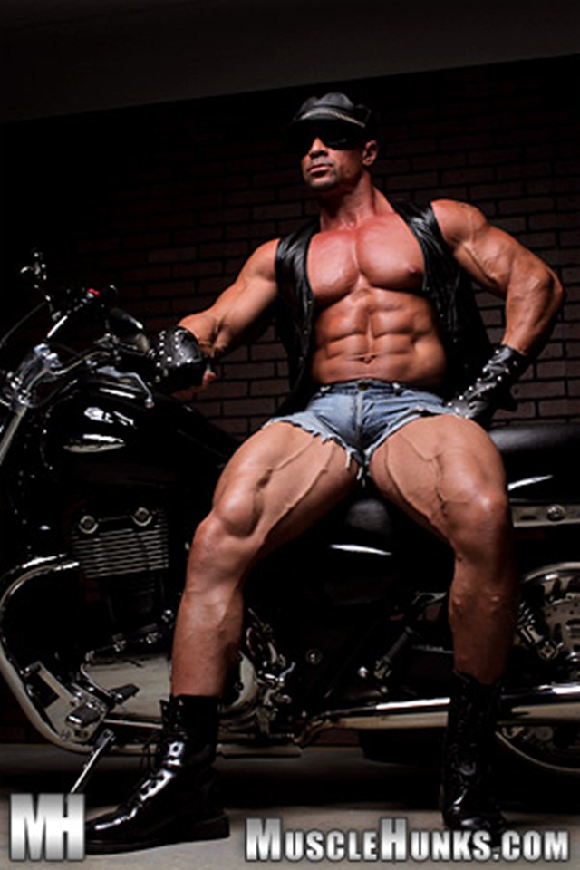 Eddie Camacho at Muscle Hunks 001 Ripped Muscle Bodybuilder Strips Naked and Strokes His Big Hard Cock photo1 - Eddie Camacho at Muscle Hunks