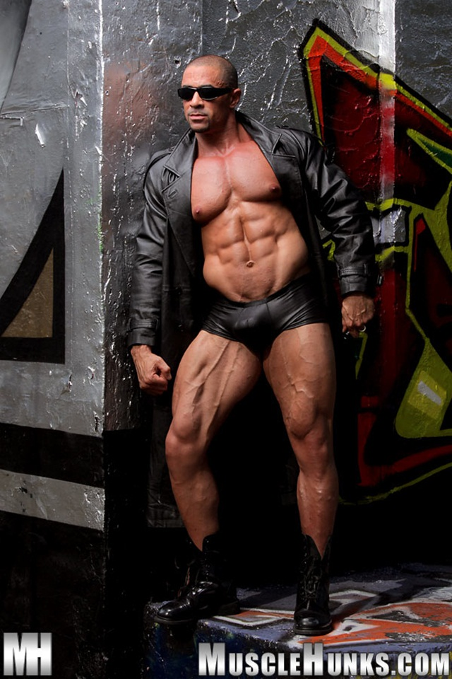 Eddie Camacho at Muscle Hunks 002 Ripped Muscle Bodybuilder Strips Naked and Strokes His Big Hard Cock photo1 - Eddie Camacho at Muscle Hunks