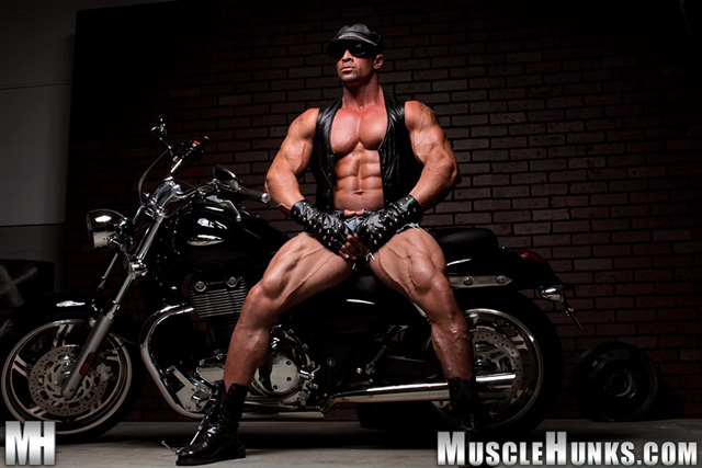 Eddie Camacho at Muscle Hunks 004 Ripped Muscle Bodybuilder Strips Naked and Strokes His Big Hard Cock photo1 - Eddie Camacho at Muscle Hunks