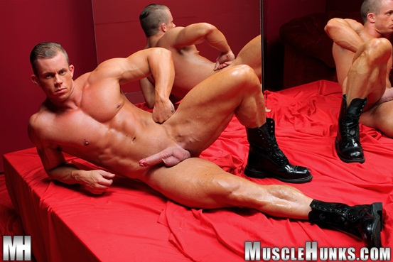Naked muscle bodybuilder Otto Mann jerks his rock hard cock 05 Ripped Muscle Bodybuilder Strips Naked and Strokes His Big Hard Cock torrent photo1 - Naked muscle bodybuilder Otto Mann jerks his rock hard cock