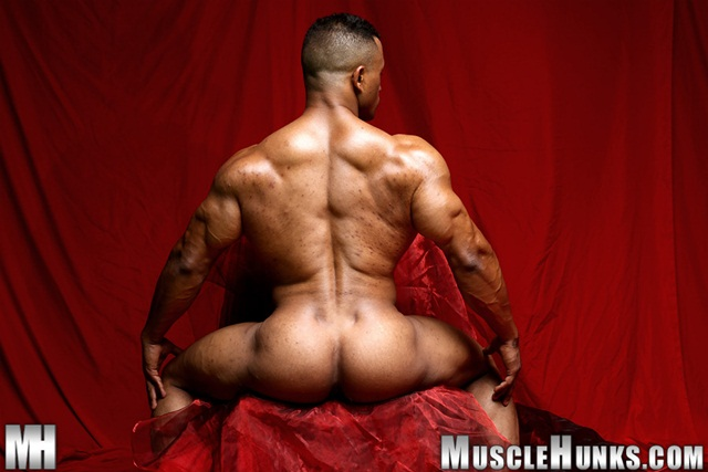 Black muscle bodybuilder Devon Ford gets naked and jerks at Muscle Hunks 05 Ripped Muscle Bodybuilder Strips Naked and Strokes His Big Hard Cock torrent photo1 - Black muscle bodybuilder Devon Ford