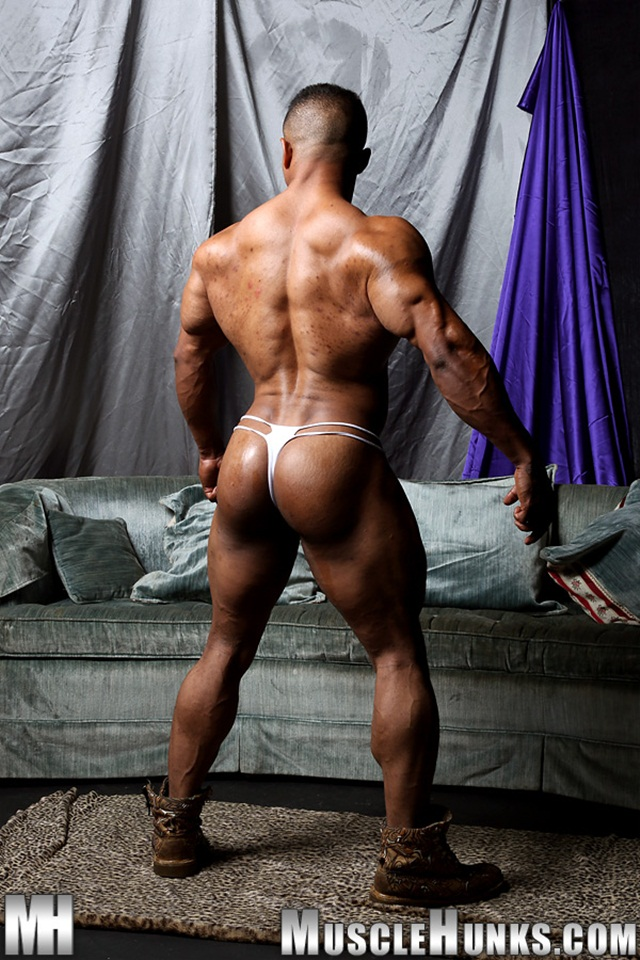 Black muscle bodybuilder Devon Ford gets naked and jerks at Muscle Hunks 06 Ripped Muscle Bodybuilder Strips Naked and Strokes His Big Hard Cock torrent photo1 - Black muscle bodybuilder Devon Ford
