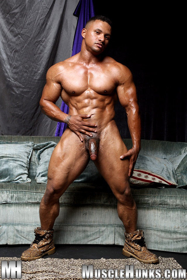 Black muscle bodybuilder Devon Ford gets naked and jerks at Muscle Hunks 07 Ripped Muscle Bodybuilder Strips Naked and Strokes His Big Hard Cock torrent photo1 - Black muscle bodybuilder Devon Ford