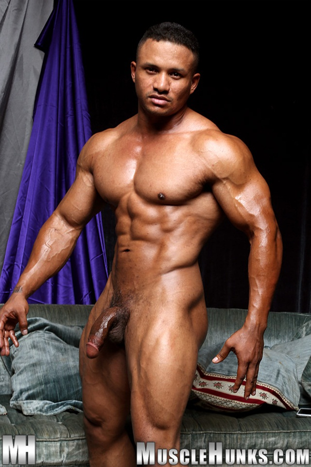 Black muscle bodybuilder Devon Ford gets naked and jerks at Muscle Hunks 08 Ripped Muscle Bodybuilder Strips Naked and Strokes His Big Hard Cock torrent photo1 - Black muscle bodybuilder Devon Ford