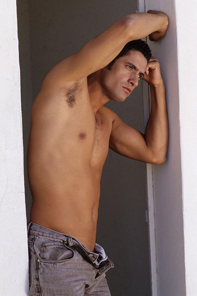 Gay-brazilian-porn-star-Lucas-Foz-latino-ass-fucking-Lucas-Kazan-01-photo
