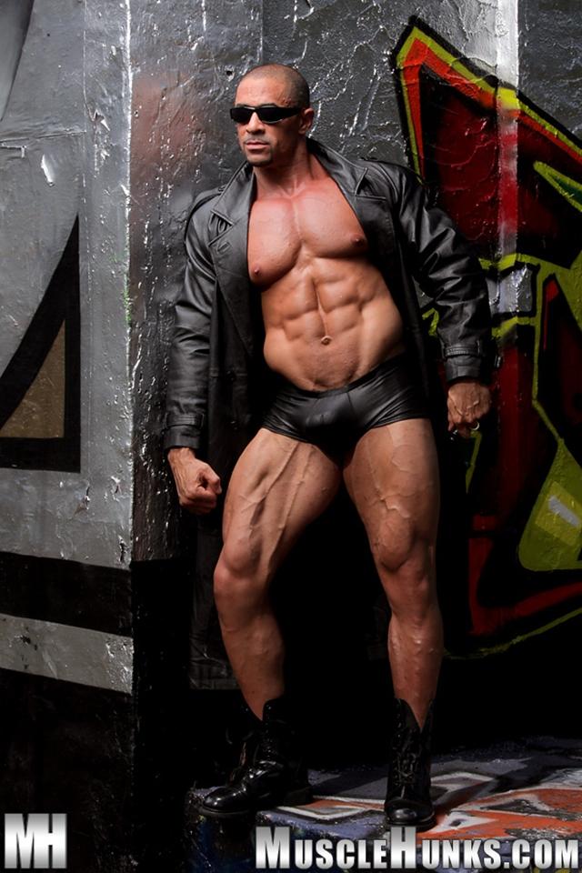 Nude-gay-bodybuilder-Eddie-Camacho-02gay porn-pics-photo