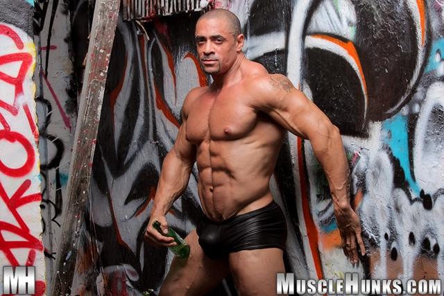 Nude-gay-bodybuilder-Eddie-Camacho-03gay porn-pics-photo