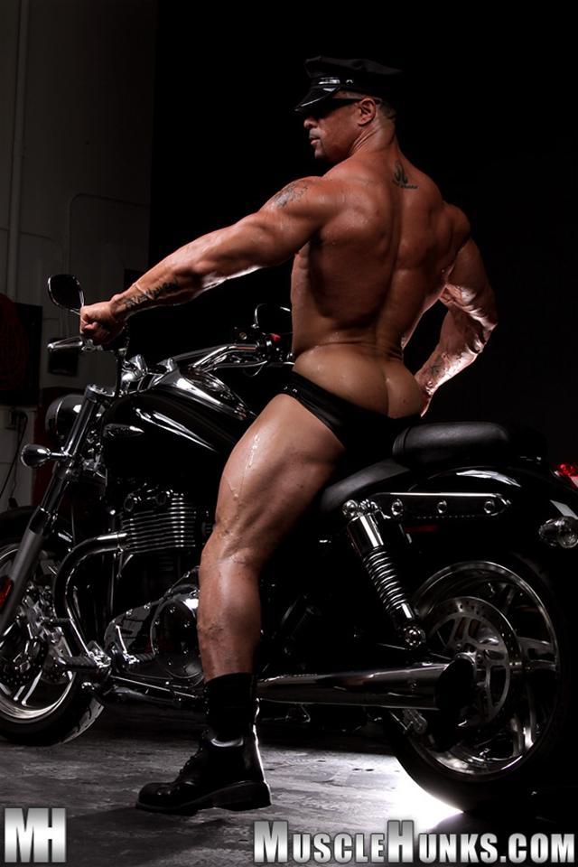 Nude-gay-bodybuilder-Eddie-Camacho-04gay porn-pics-photo