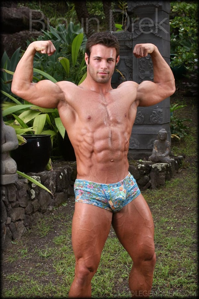 Braun-Drek-Legend-Men-Gay-Porn-Stars-Muscle-Men-naked-bodybuilder-nude-bodybuilders-big-muscle-huge-cock-003-gallery-video-photo