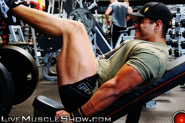 Live-Muscle-Show-Luciano-Damato-aka-Angelo-Antonio-huge-straight-muscle-bodybuilder-straight-muscle-man-008-male-tube-red-tube-gallery-photo