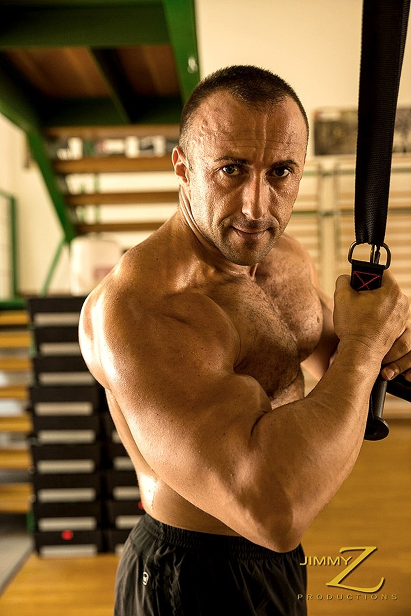 JimmyZProductions-european-older-mature-nude-bodybuilder-Italy-beefy-guy-sexy-torso-hard-muscles-workout-gym-004-tube-download-torrent-gallery-photo