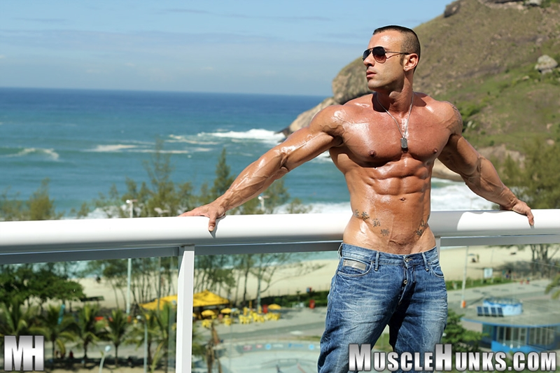 MuscleHunks-Sicilian-superstar-Gianluigi-Volti-muscle-handsome-super-ripped-super-hung-super-sexy-bodybuilder-002-tube-download-torrent-gallery-photo