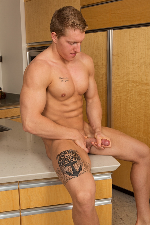 Sean Cody sexy tattoos ripped muscle body Nolan weak knees Sucking hard erect cock trick 012 male tube red tube gallery photo - Nolan