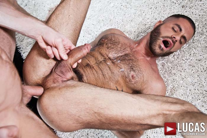 LucasEntertainment-blond-Christopher-Daniels-Marcus-Isaacs-furry-muscular-body-bareback-raw-fuck-tight-muscular-ass-hole-018-tube-download-torrent-gallery-photo