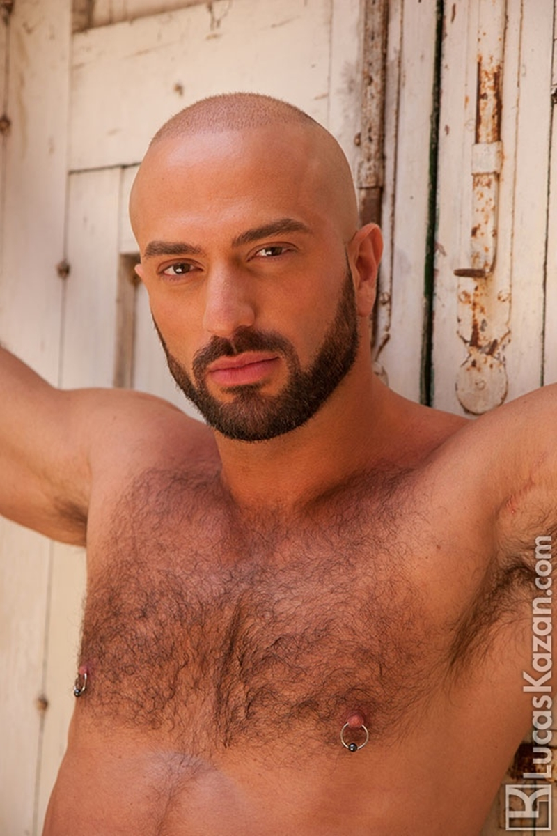 LucasKazan-Italian-newcomer-Bruno-Boni-winner-Rome-Ettore-ITALIANS-OTHER-STRANGERS-chiseled-body-bedroom-eyes-002-tube-download-torrent-gallery-photo