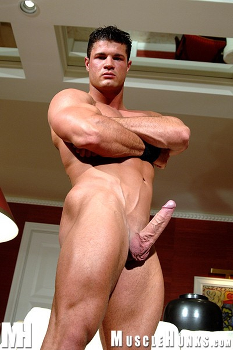Free gay pictures of horny jocks