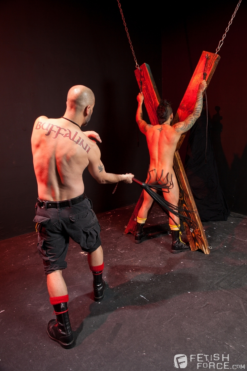 FistingCentral-Tony-Buff-dark-room-Draven-Torres-St-Andrews-cross-taskmaster-Mohawk-muscle-flogging-raised-welts-005-tube-download-torrent-gallery-sexpics-photo