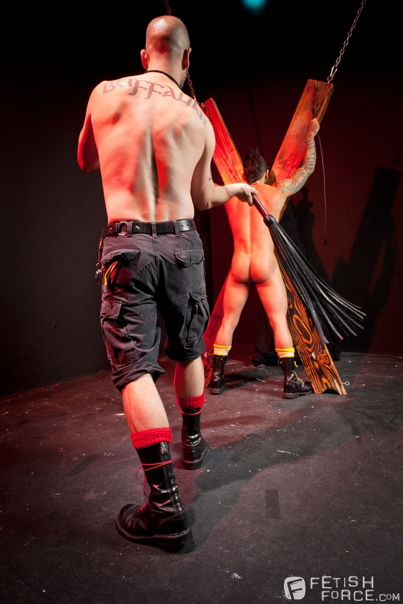 FistingCentral-Tony-Buff-dark-room-Draven-Torres-St-Andrews-cross-taskmaster-Mohawk-muscle-flogging-raised-welts-008-tube-download-torrent-gallery-sexpics-photo