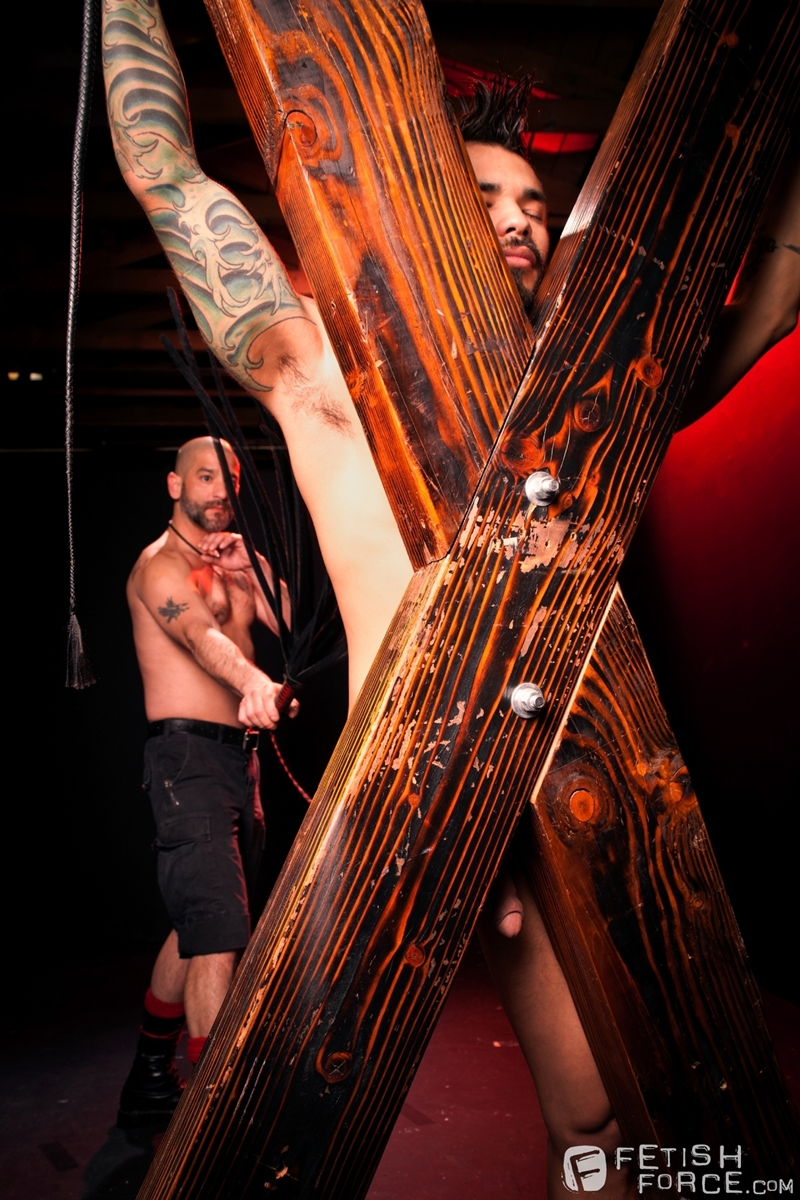 FistingCentral-Tony-Buff-dark-room-Draven-Torres-St-Andrews-cross-taskmaster-Mohawk-muscle-flogging-raised-welts-011-tube-download-torrent-gallery-sexpics-photo