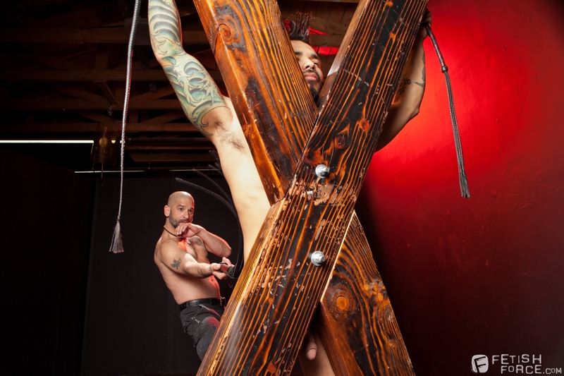 FistingCentral-Tony-Buff-dark-room-Draven-Torres-St-Andrews-cross-taskmaster-Mohawk-muscle-flogging-raised-welts-012-tube-download-torrent-gallery-sexpics-photo