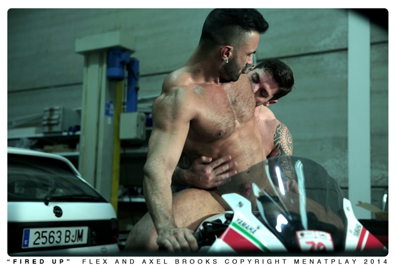 MenatPlay-Sexy-tattoo-Axel-Brooks-motorbike-rider-Flex-Xtremmo-leather-Power-bottom-muscle-cock-asshole-huge-cumshot-017-tube-video-gay-porn-gallery-sexpics-photo