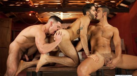 Gay threesome Paddy O'Brian, Tony Milan and John Fink fucking
