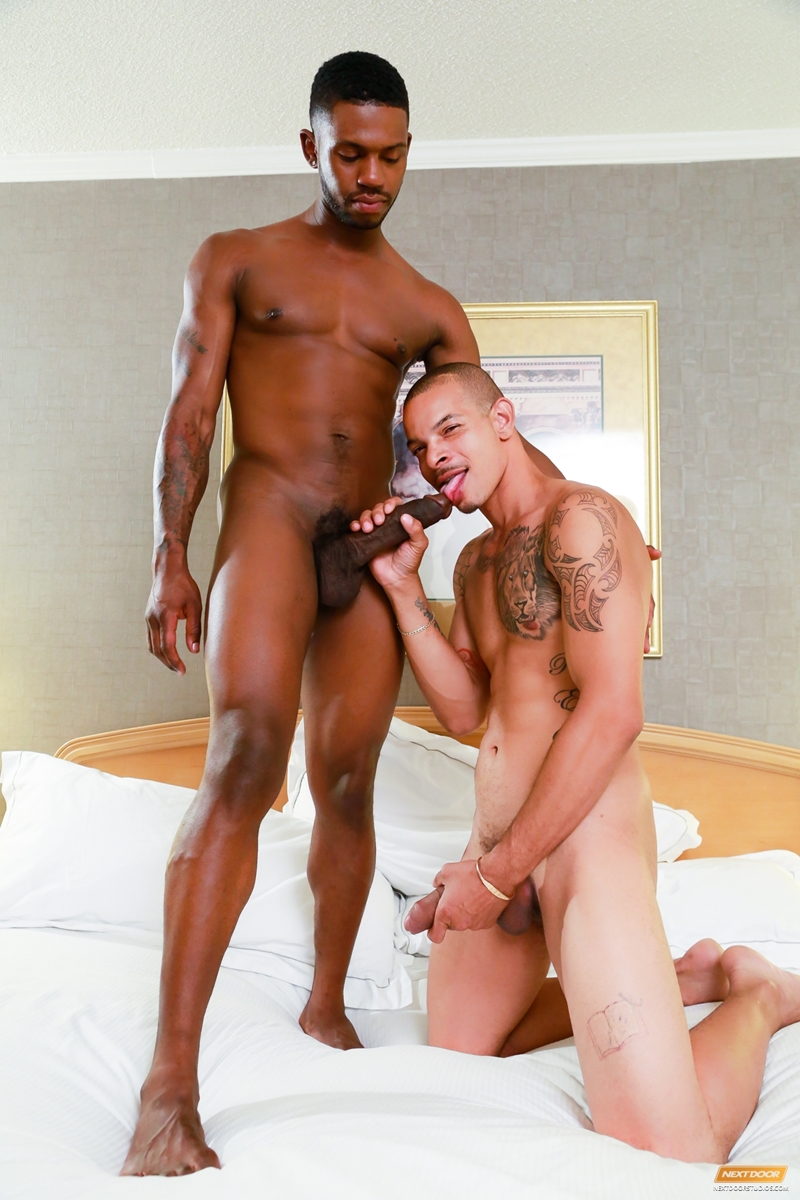 Red Fucks Krave Moore Tight Black Ass - Free Naked Gay Men -8461
