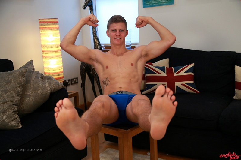 EnglishLads-sexy-naked-muscle-hunk-Greg-Hill-blond-young-man-smooth-chest-hairy-legs-six-pack-abs-jerking-huge-uncut-dick-01-gay-porn-star-tube-sex-video-torrent-photo