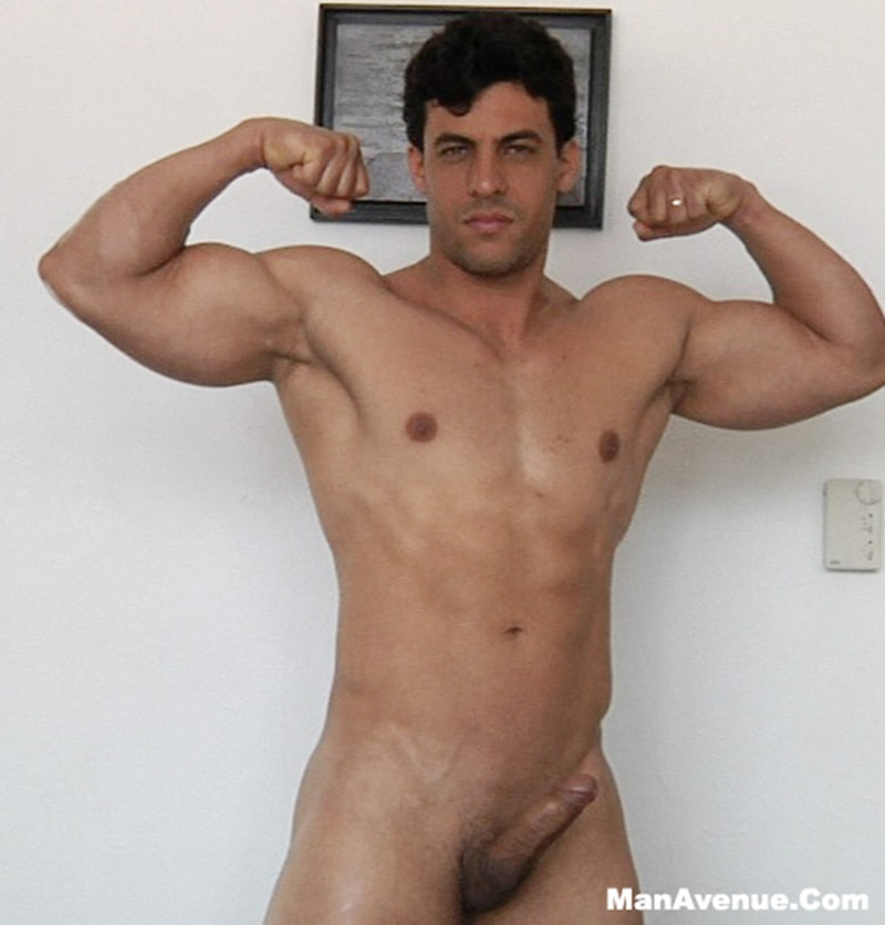 Manly muscular dude rides dick