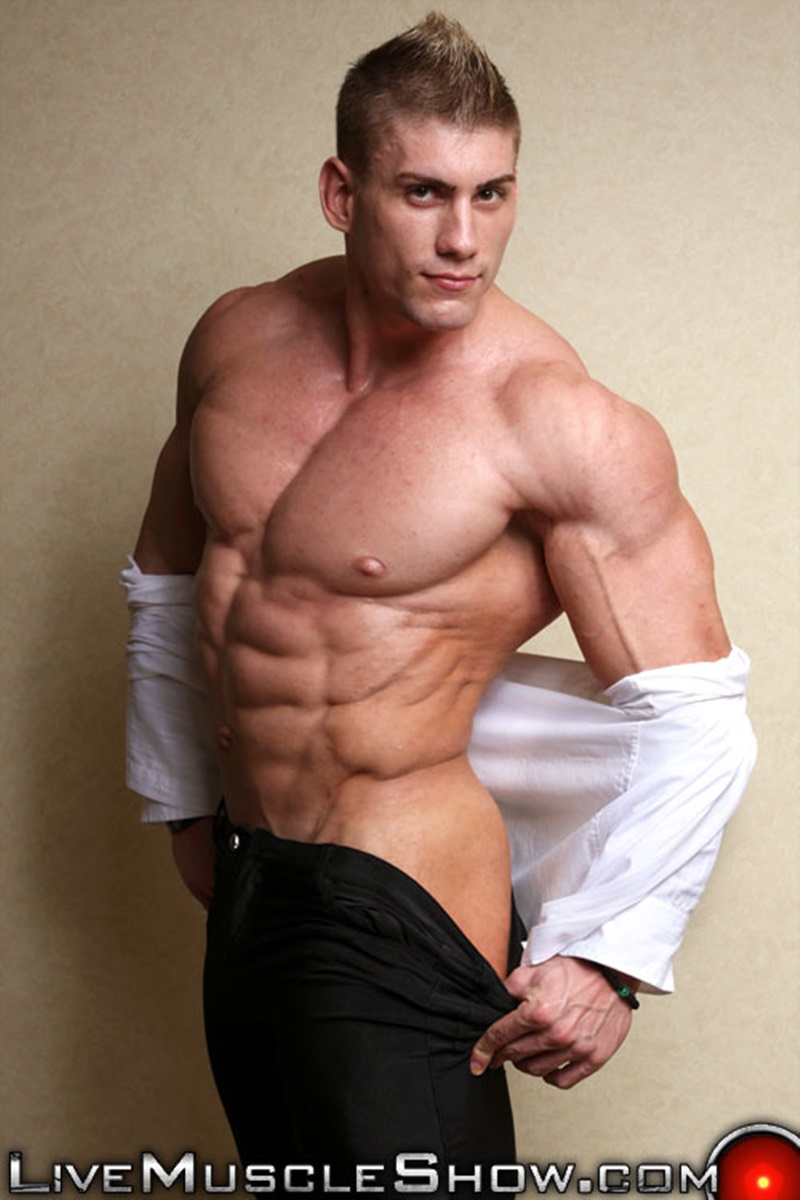 Massive naked muscle bodybuilder Sven Gronstrom strips naked ...