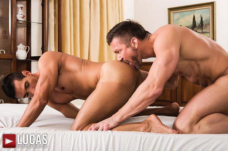 LucasEntertainment-gay-porn-threesome-Vlad-Larin-Dario-Leon-Tomas-Brand-blond-bottom-bareback-anal-fucking-huge-uncut-dicks-ass-play-rimming-010-gay-porn-sex-gallery-pics-video-photo