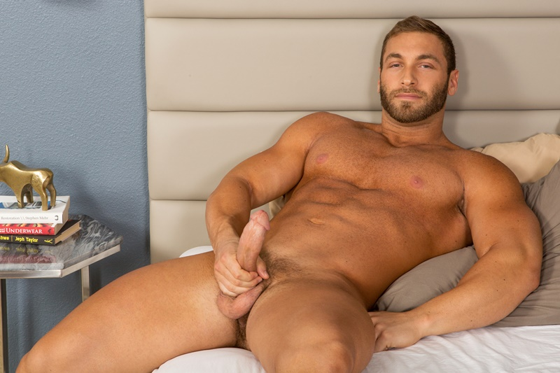 Sexy Bearded Muscle Hunk Dimitry Jerks His Big Dick To A -1763
