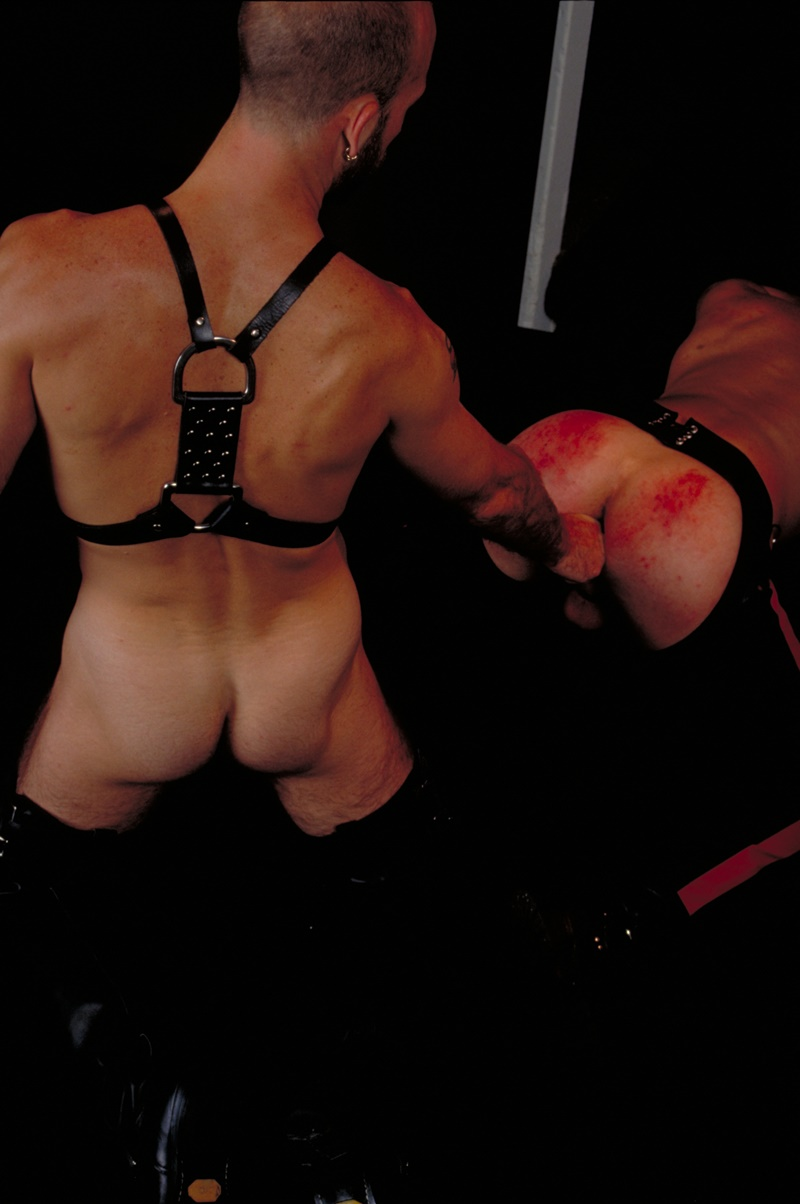 clubinfernodungeon-prince-albert-justin-southall-scott-samson-leather-fetish-fisting-anal-sex-buttplay-hairy-tattoos-bareback-sling-013-gay-porn-sex-gallery-pics-video-photo