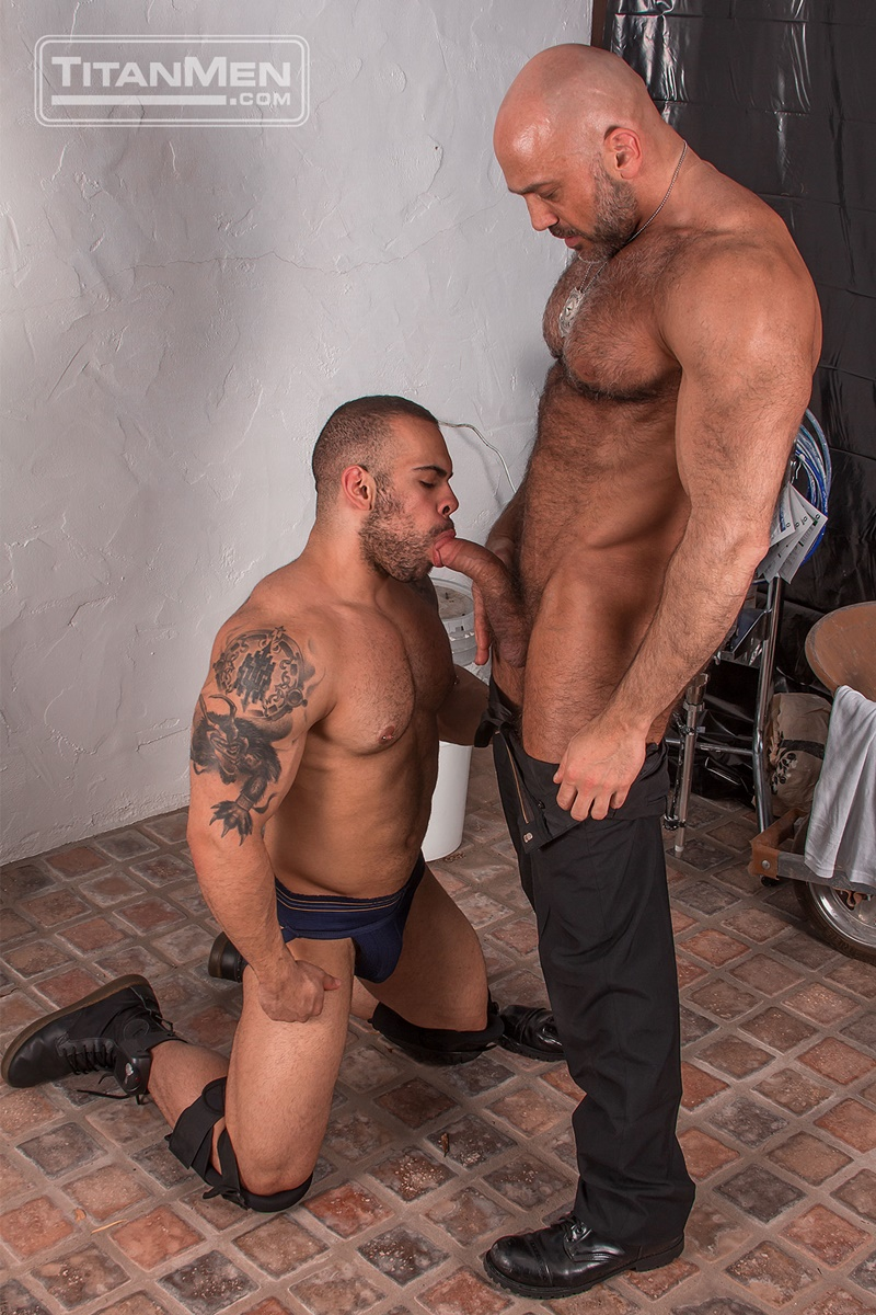 titanmen-naked-older-matur-muscle-men-parole-officer-jesse-jackman-fucks-ass-parolee-lorenzo-flexx-big-thick-long-dick-cocksucker-004-gay-porn-sex-gallery-pics-video-photo