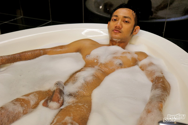 Sexy Cute Indonesian Guy Vino Rainz Drops His Speedos And -8817