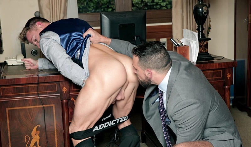 Enzo Rimenzez fucks Darius Ferdynand in Men at Play's Beg & Steal