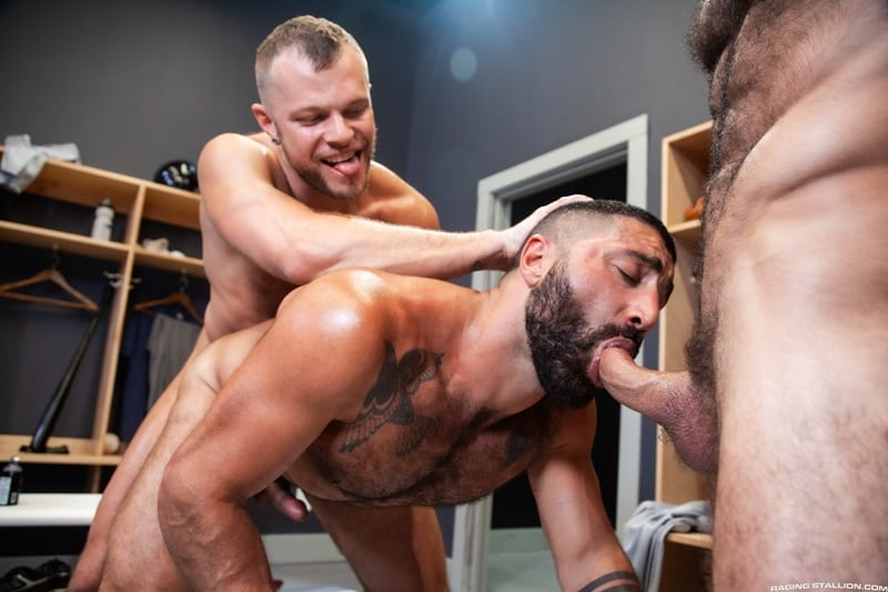 Big-muscle-studs-Wade-Wolfgar-stretches-Sharok-butt-hole-Ricky-Larkin-fucks-face-RagingStallion-014-Gay-Porn-Pics