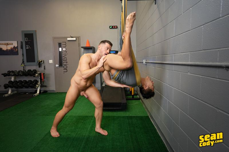 Sexy muscle hunk Deacon huge dick barebacking Asian stud Dale hot bubble ass 10 gay porn pics - Sexy muscle hunk Deacon's huge dick barebacking Asian stud Dale's hot bubble ass