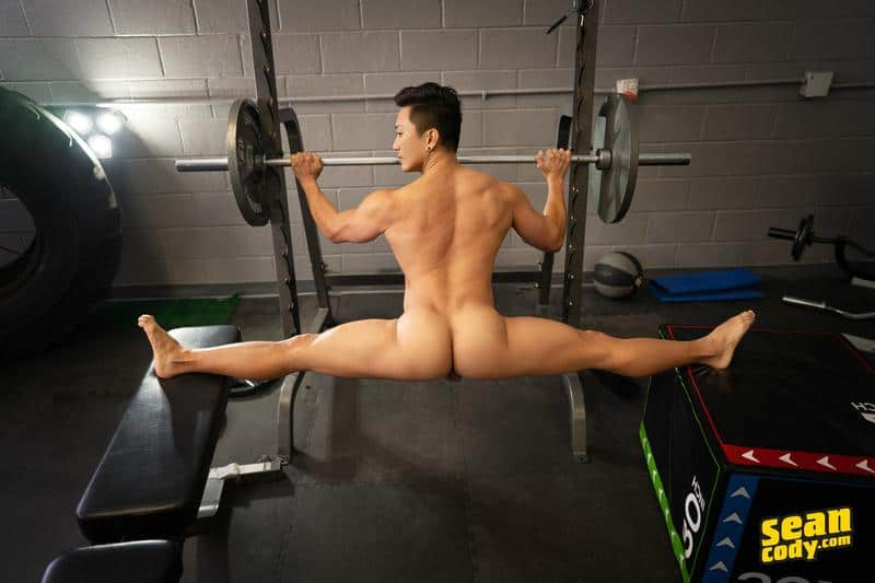 Sexy muscle hunk Deacon huge dick barebacking Asian stud Dale hot bubble ass 8 gay porn pics - Sexy muscle hunk Deacon's huge dick barebacking Asian stud Dale's hot bubble ass